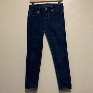 American Eagle women's dark wash skinny jeans
